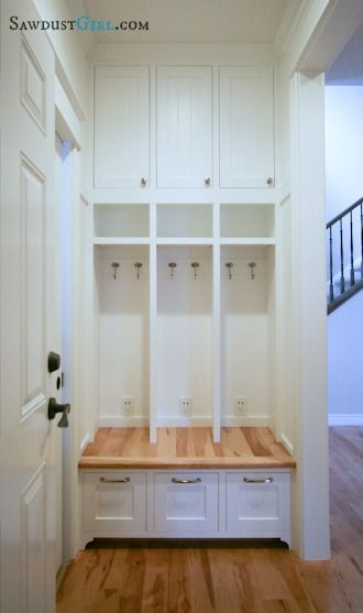 Built-in locker bench -free and easy plans from https://sawdustgirl.com.