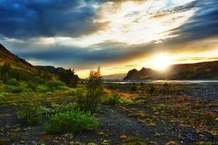 Mitternachtssonne bei Thorsmörk in Island
