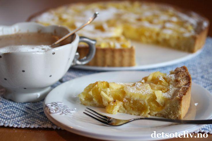 Sponset innlegg. Hei! Lengter du etter sol og varme? Her har du en nydelig ananaspai som virkeligmyker opp i vinterværet! Den tropiske smaken av ananas smaker helt perfekt sammen med den gode mørdeigsbunnen og det kremete fyllet. For å få en skikkelig vellykket pai, vil jeg her starte med å gi deg et parveldig gode baketips! 1) For det første har jeg kommet over en helt genial paiform blant alle bakeformene som du finner i nettbutikken til Bakeren og Kokken. Denne paiformen har avtagbar…