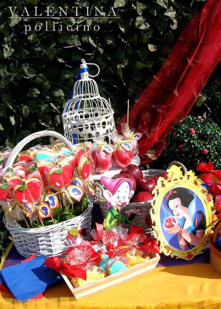 Snow White sweet table