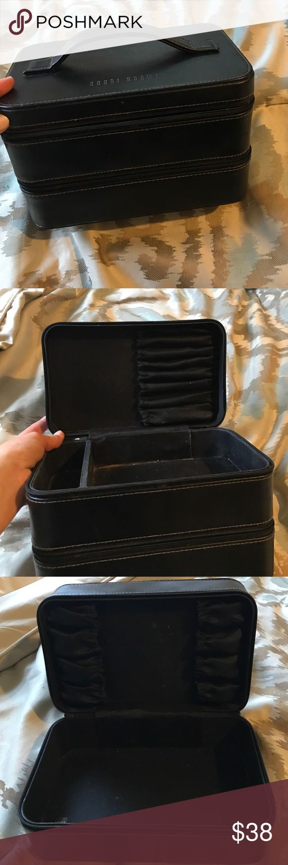 Bobbi brown makeup box Black Bobbi brown leather makeup case. Makeup