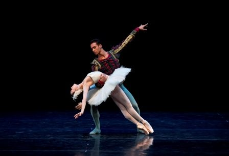 Jessica Xuan and Nathan Brhane of the Dutch National Ballet Junior Company in the White Swan pas de deux from 'Swan Lake'.  Photo © Emma Kauldhar