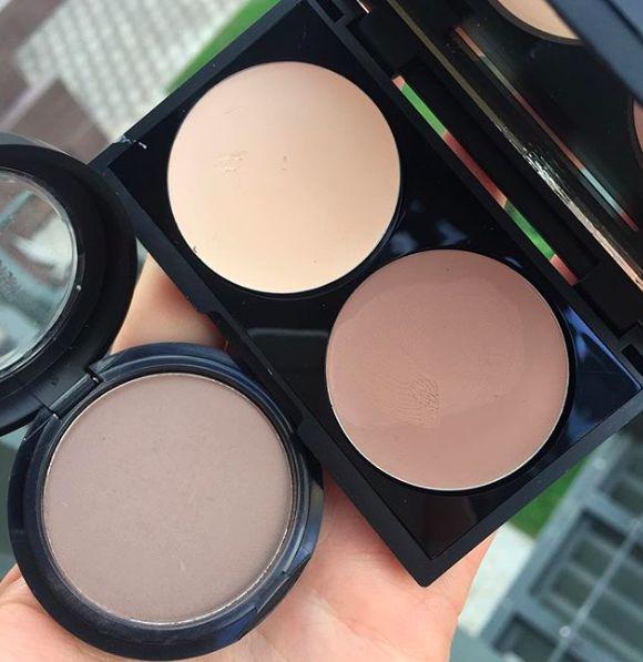 Make Up Factory Mat Eye Shadow №08. В этом средстве есть серый пигмент, который здорово имитирует естественную тень. По сути, им одним можно сделать полный макияж: брови, веки, скульптурирование. Хватайте и не благодарите:)