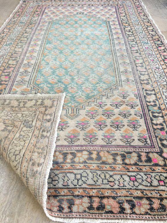 * Vintage Oushak Rug Turkse tapijt Kilim tapijt  * Kleur: Dempen oranje, roze...  * Afmeting: 4.4x7.5ft (135x228cm)  * Ontwerp: Vintage Turks traditionele  * Materiaal: wol  * Kleurstof: Natuurlijke kleurstof  * Uitstekende, schoon en klaar voor gebruik  * Verzendkosten: Gratis verzending! (Uit Turkije met Fedex)  * Betaling: Direct afrekenen, Paypal  Wij bieden 100% restitutie garantie in geval van eventuele ontevredenheid. Koper betaalt in dit geval de kosten van de retourzending. Neem dan…