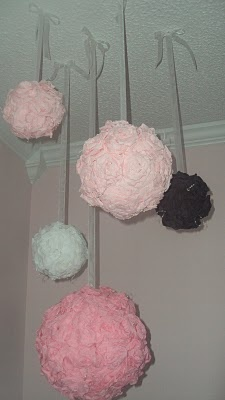 A great way to add color to the corner of a room.: Flower Ball, For Kids, Around The House, Easy Crafts, Roses Ball, Crafts Idea, Crepes Paper Roses, Rooms Color, Kids Rooms