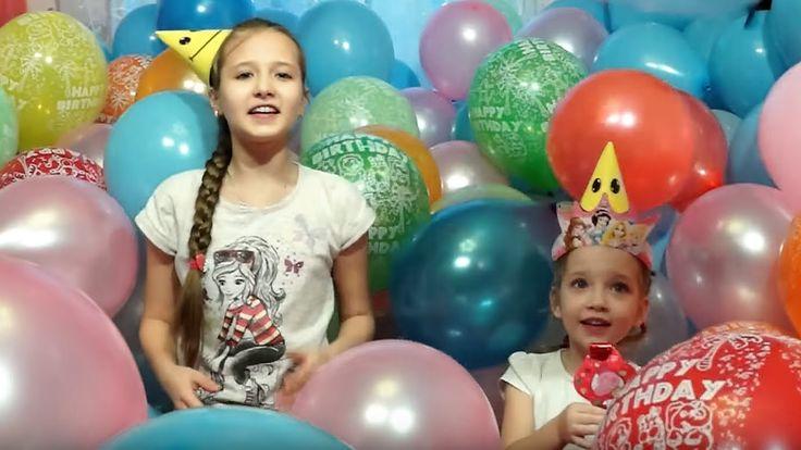 Виктория и Анастасия играются с пятьсот пятьюдесятью пяти воздушными шариками, в день Рождения кота Фили, лопают шарики и ищут сюрпризы под шариками и взрывают хлопушки с конфетти ))) Victoria and Anastasia played with balloons, birthday cat Fili, burst balloons and balls looking for surprises and firecrackers explode with confetti)))