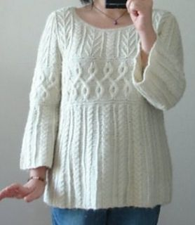 p.26 Sweater by Yoko Hatta (風工房). The pattern was published in Keito Dama, No.136 Winter 2007, and is no longer available online.