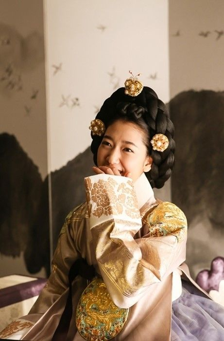 """Scent of Woman - Park Shin Hye in Behind Cut of """"The Tailor"""""""