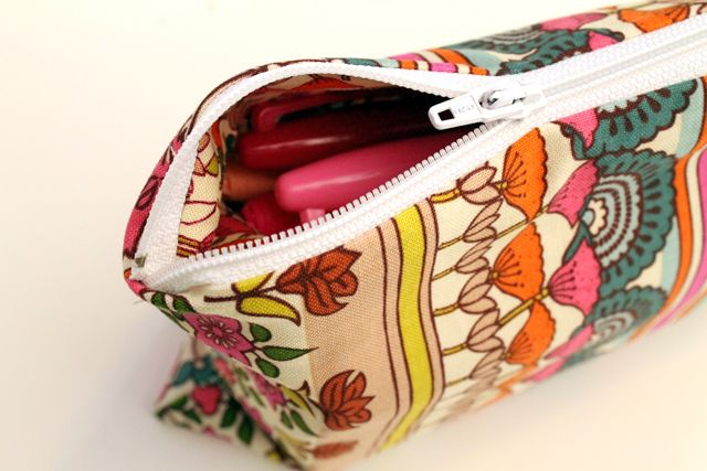 Easy Zippered Pouch DIY. Great use of small scraps of leftover fabric. Quick to make up. Sell as pencil cases / make up pouches.