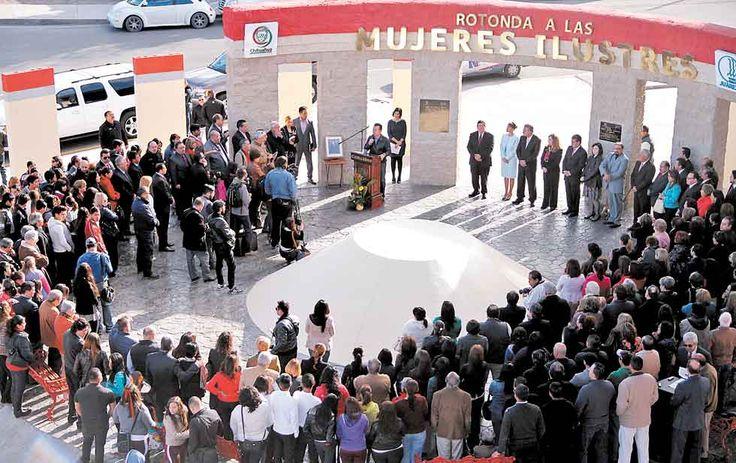 La Rotonda a las Mujeres Ilustres fue inaugurada en el  Eje Vial Juan Gabriel y calle Sanders. En este espacio se pretende instalar 80 placas con los nombres de mujeres que han contribuido al crecimiento de la ciudad.  Es la primera Rotonda para la Mujer que se ha erigido en todo Chihuahua.