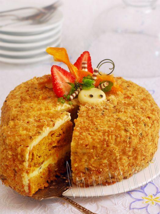 Морковный торт с грецкими орехами и ананасом