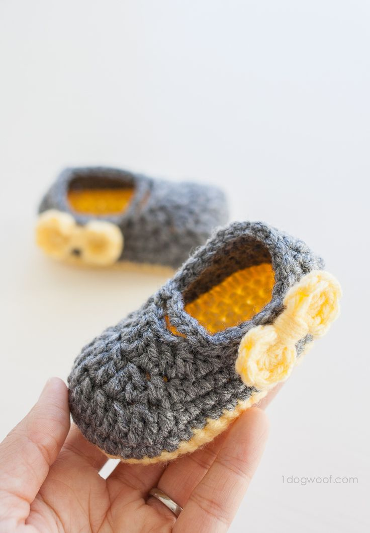 Piper Jane crochet baby shoes with bow embellishments.   www.1dogwoof.com