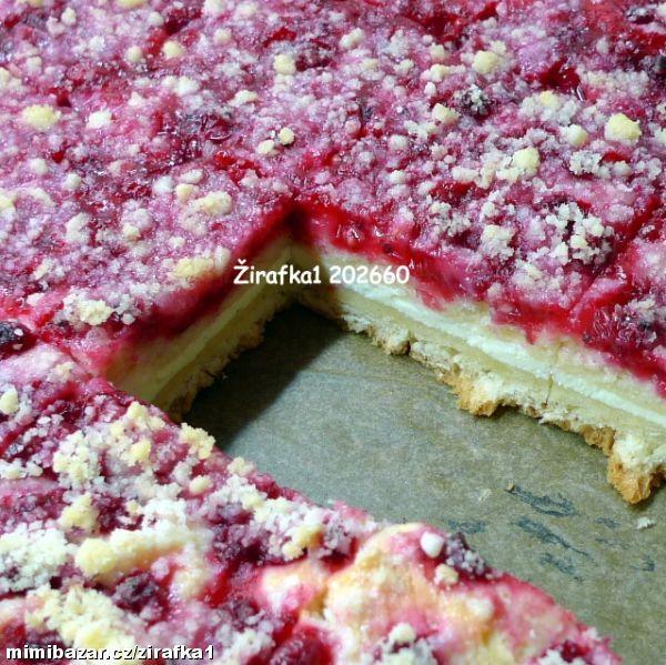 kynutý rybízový koláč s tvarohem