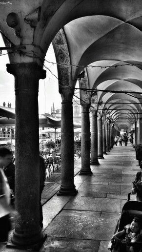 Vedo bellezza in ogni angolo!  #vigevano #piazzaducale