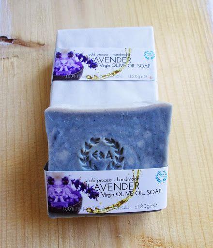 oliva.co.ua 5. Оливковое мыло Lavender Лавандовое мыло (детское)    Сладкий и свежий аромат мыла успокаивает. Мыло с маслом лаванды является мягким антисептиком и славится своими успокаивающими свойствами, снимает стресс, матирует кожу. Подходит для проблемной, подростковой (экзема и псориаз), жирной, комбинированной кожи, а также для чувствительной детской кожи.