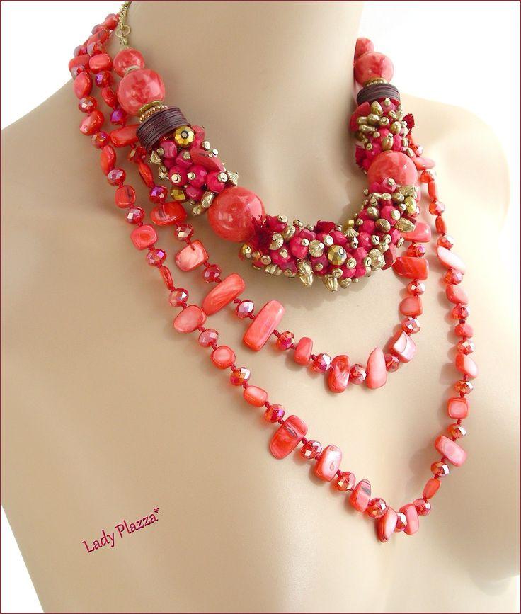 Collier/Sautoir Rouge/Rose/Fuchsia - Breloques, céramique, pompons, Nacre et cristal : Collier par ladyplazza