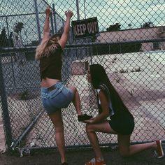Resultado de imagem para fotos tumblr na disney com as amiga