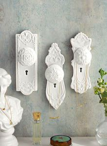 Decorative Victorian and Baroque Wall Hooks for Coats in Antique Door Knobs Shapes