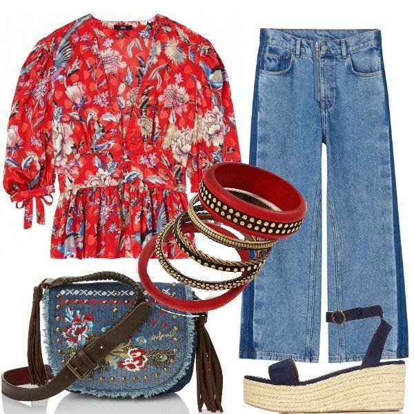Fiori nella blusa rossa, con maniche ampie, da indossare sopra i jeans larghi a zampa di elefante, per la proposta in stile anni '70. Le scarpe sono aperte con zeppa e cinturino alla caviglia, mentre la borsa, in jeans e con frange, è decorata con motivi floreali. Un set di cinque bracciali nei toni del rosso completa il tutto.
