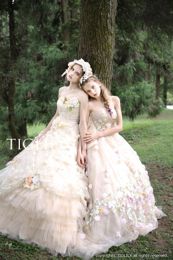 ウェディングドレス、ウエディングドレス、カラードレス、お花、シャンパン、バックリボン