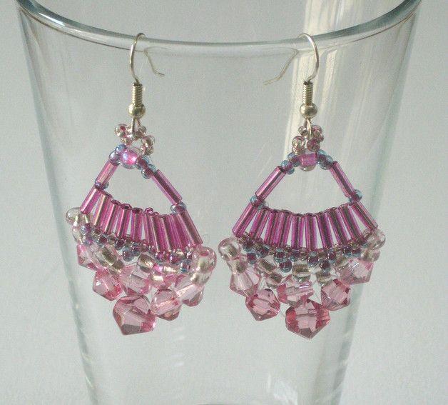 Ein Paar sehr süße Glasperlen-Ohrringe in Pink-, Rosé- und Silber.   Maße: Länge ab Ohrloch ca. 60 mm, Breite ca. 32 mm