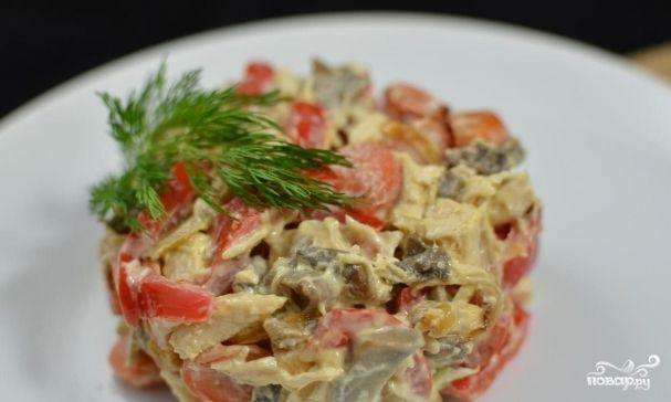 Салат с курицей и маринованными грибами - очень простой и в то же время вкусный…
