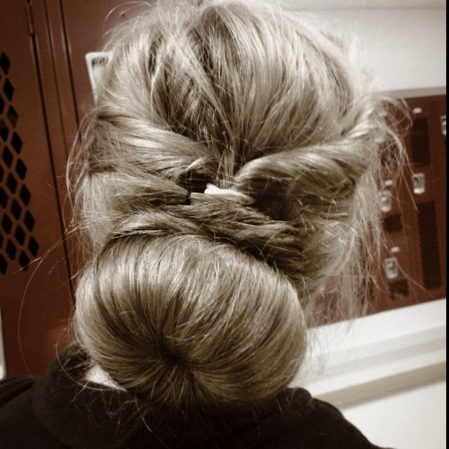 Sock bun with twists :): Sock Bum, Sock Buns, Hair Fashion Beauty Nails
