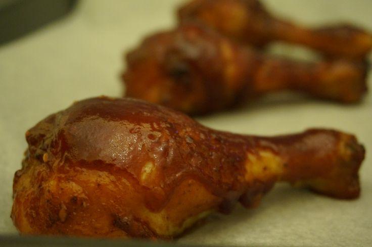 Φτιάξτε το νοστιμότερο κοτόπουλο μπάρμπεκιου, με σπιτική, πεντανόστιμη σάλτσα σε μόλις μια ώρα. Τέλειο για ένα γρήγορο junk food!  …