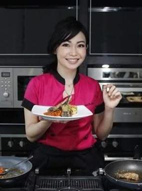 Marinka dilahirkan di kota Jakarta pada 22 Maret 1980 yang lalu.