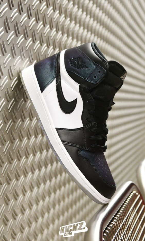 The Jordan 1 'Gotta Shine' pays tribute to the New Orleans Hornets, Michael Jordan's NBA Club.