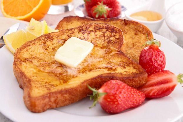 Pour commencer la journée avec beaucoup de GOURMANDISES ! Retrouvez notre super recette de PAIN PERDU :   INGRÉDIENTS (4 PERSONNES)  60g de beurre 8 tranches de pain de mie ou de pain rassis 1 c. à café de vanille 50g de cassonade 25 cl de crème liquide 1 œuf + 1 jaune d'œuf 25 cl de lait