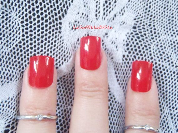 unghie rosso glossy corte squadrate sexy nail burlesque fetish fashion rosso…
