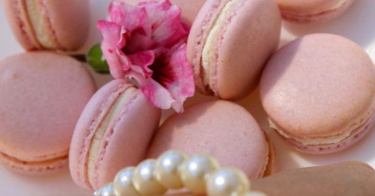 la ricetta dei macarons, i tipici dolcetti francesi, eseguita passo passo, per una perfetta riuscita, la trovate qui. E' ottima!