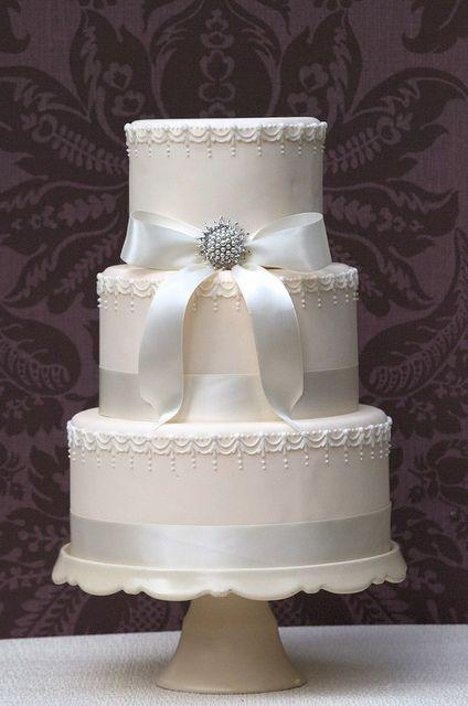 Wedding cake with brooch by Samia Mazhar, Vanilla Cake Shop, via Flickr