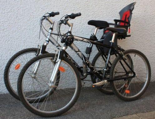 Location Dun Vélo Homme Et Dun Vélo Femme Vélos VTT - Porte bébé pour vélo