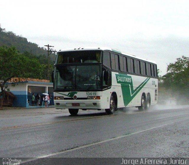 Ônibus da empresa Viação Salutaris e Turismo, carro 13619, carroceria Marcopolo Paradiso GV 1150, chassi Mercedes-Benz O-400RSD. Foto na cidade de Vassouras-RJ por Jorge A.Ferreira Junior, publicada em 04/04/2016 04:15:01.