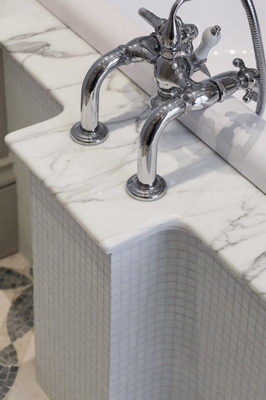 Bateria łazienkowa w eleganckim stylu. Bathroom taps in elegant style.