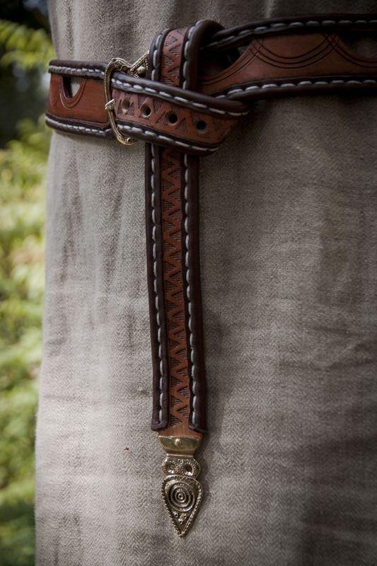 Viking Belt, worn in traditional manner. Norse-Design.de --------- Handwerk und Handel für die historische Darstellung ---------