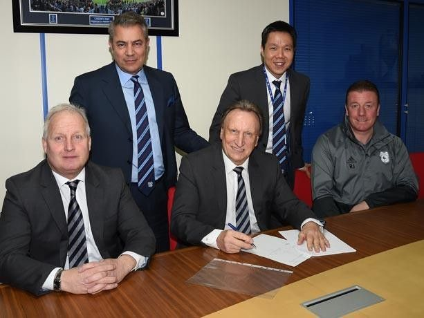 Cardiff City have confirmed that manager Neil Warnock has signed a new contract that will keep him at the club