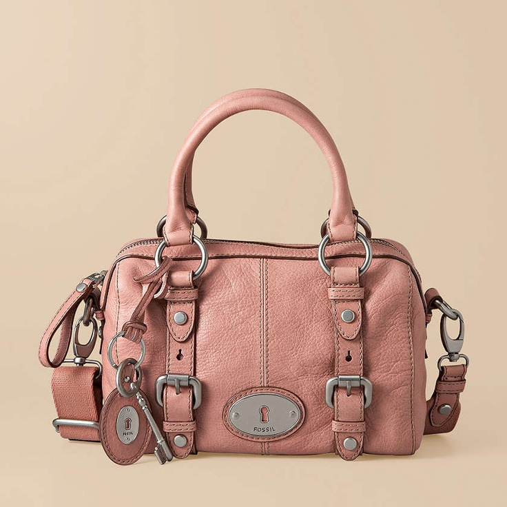 i own this bag and i loooove it. i recommend all you divas splurge on one for yourself;)
