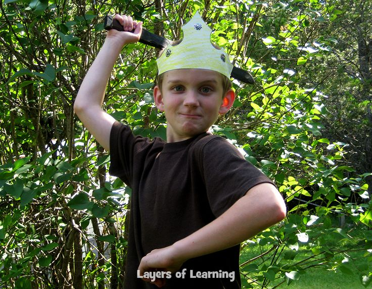 King Arthur's Crown - Learn about the real facts the King Arthur legend is based on and make this crown.
