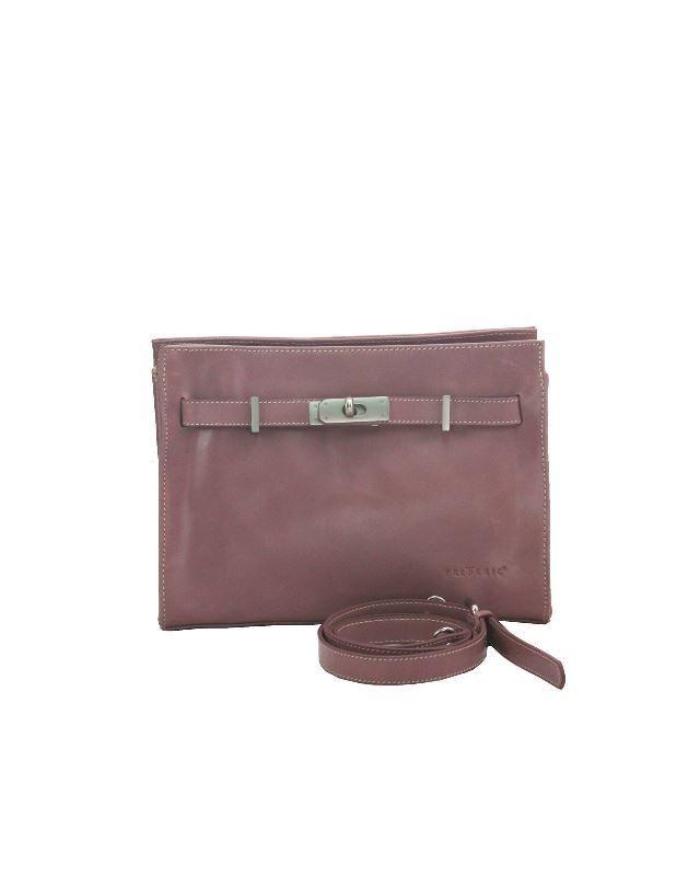 Klassiek - Chique is de stijl waar deze schoudertas thuishoort. Een stijl die bekend staat omwille van haar eenvoud en klasse. Frederic T heeft oog voor detail, waarbij kwaliteit en afwerking troef zijn. Deze tas kan aan de schouder gedragen worden of in de hand.