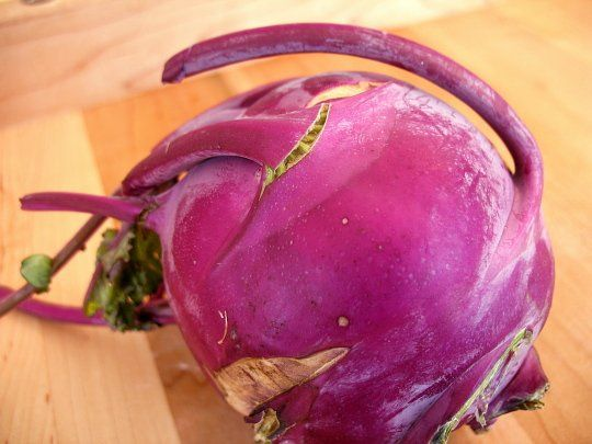 5 ways to eat kohlrabi: sliced raw, in a fritter, in soup, roasted, steamed. (Winter)