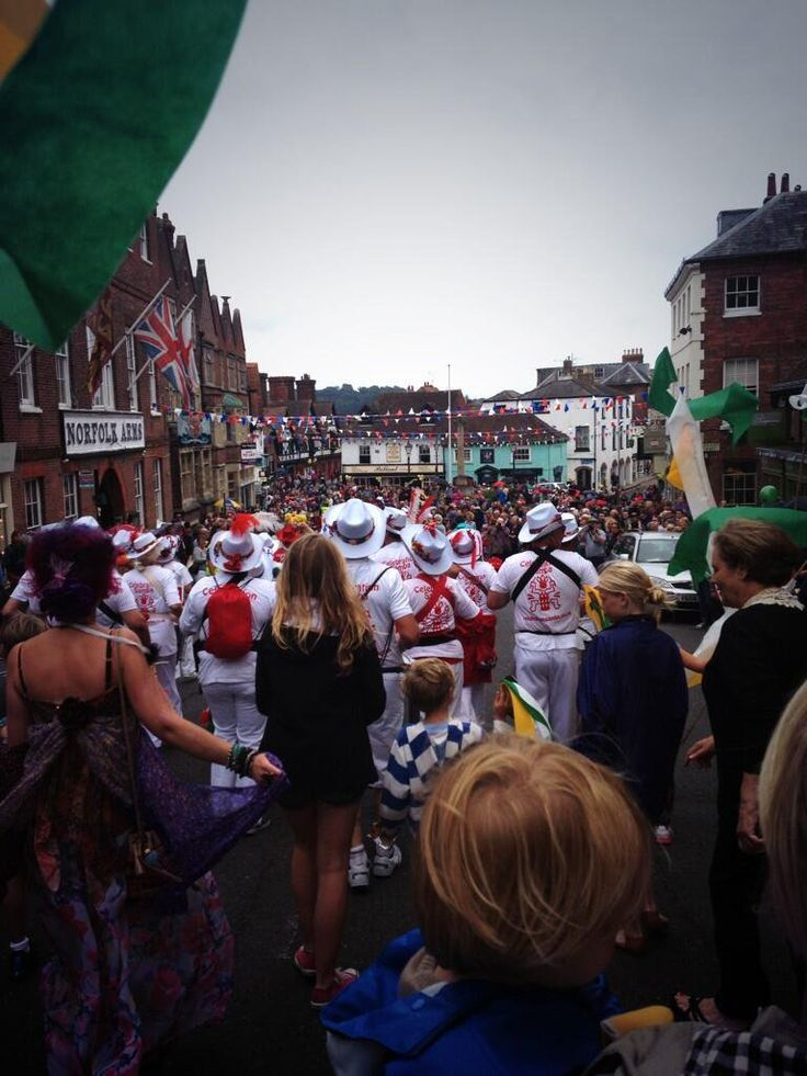 """Katy Gilkes on Twitter: """"Fun but tiring day at #ArundelFestival with the @GlitterBoxBurly girls . Here's a pic of the action http://t.co/cbxQmTBOZB"""""""