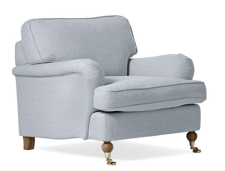 Fåtölj Watford med standard komfort. En klassisk howardfåtölj med mjuka rundade former och skön sittkomfort. Watford går att få i många olika tyger och färger och med olika typer av ben. Komplettera gärna din fåtölj med en nackkudde i samma serie.