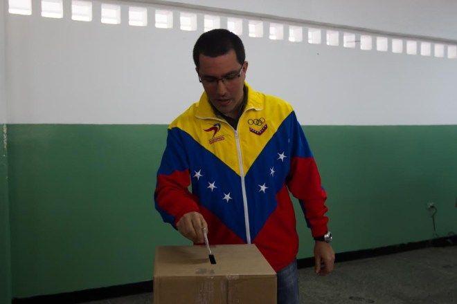 Vicepresidente Arreaza: Hoy prevalece la democracia participativa a través de la expresión popular (Vídeo)