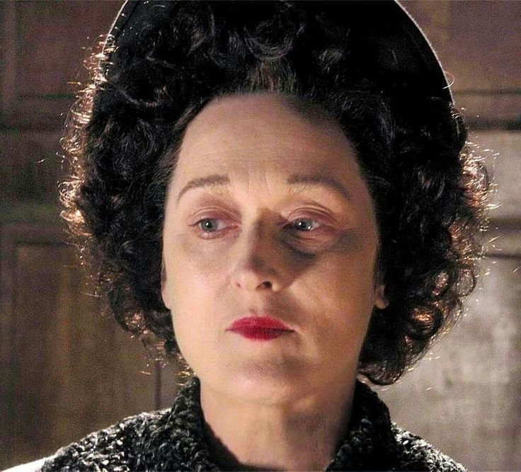 """""""And you could kill me...but you couldn't ever defeat me...you never won. And when you die, all anyone will say is, 'Better that he had never lived at all.'"""" -- Ethel Rosenberg (Meryl Streep) to a dying Roy Cohn (Al Pacino), """"Angels in America,"""" by Tony Kushner, 2003. Photo c/o @hbo. #lgbthistory #HavePrideInHistory #MerylStreep #Mood"""