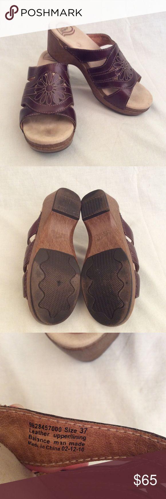 🔴24 Hour Sale🔴Dansko Sandals Ladies size 37 Dansko Sandals small heel 1.5 inch brown upper leather slip ons. Smoke free home. Dansko Shoes Sandals