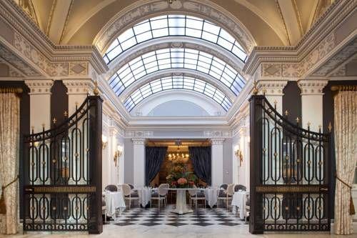 The Jefferson Hotel - Situé au cœur de Washington, DC., cet hôtel de caractère possède un spa à service complet et des restaurants sur place. Des hommages à Thomas Jefferson, notamment des documents historiques signés, sont présentés dans tout l'hôtel. Adresse The Jefferson Hotel: 1200 16th Street NW DC 20036 Washington, D.C. (District Of Columbia)