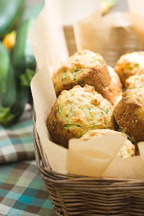 Zucchini-Parmesan-Muffins mit Mozzarella und Schinken